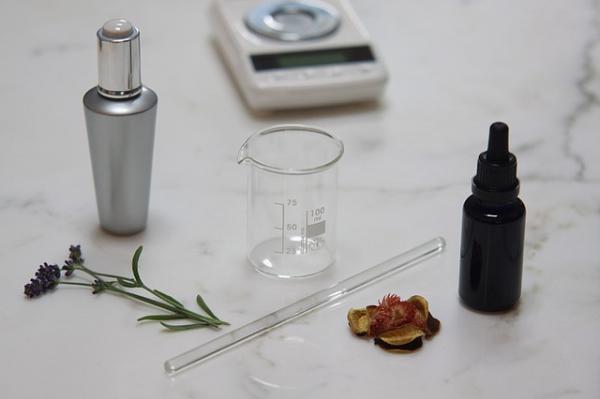 Историк парфюмерии научит совмещать и смешивать парфюм